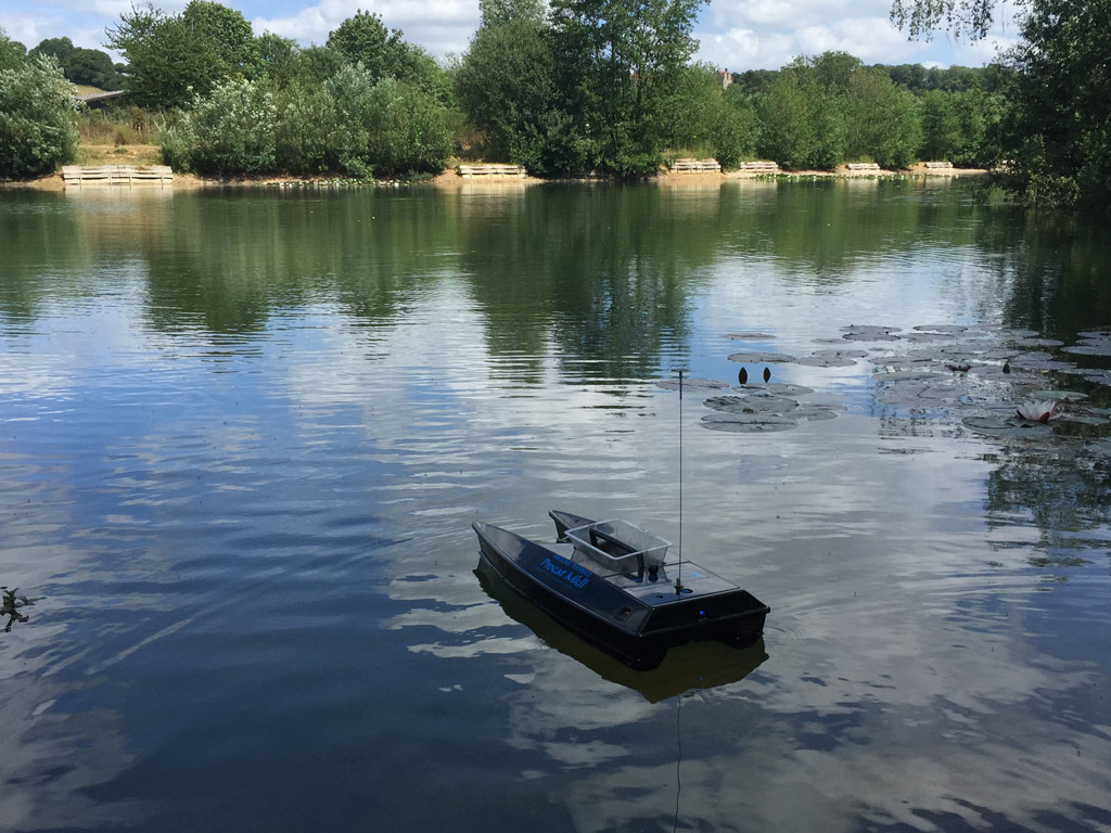 bait boat hire